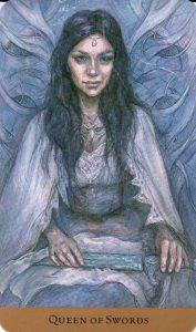 Королева Мечей Таро скрытой реальности